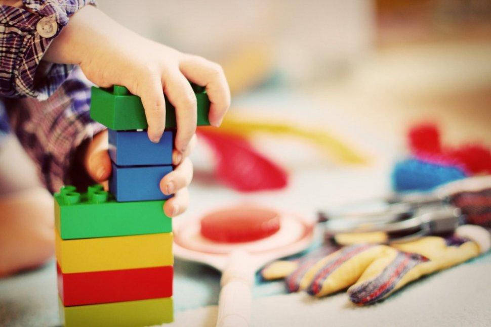 Qué son, dónde comprarlos y por qué deberías regalarle un juguete slow a tu hijo